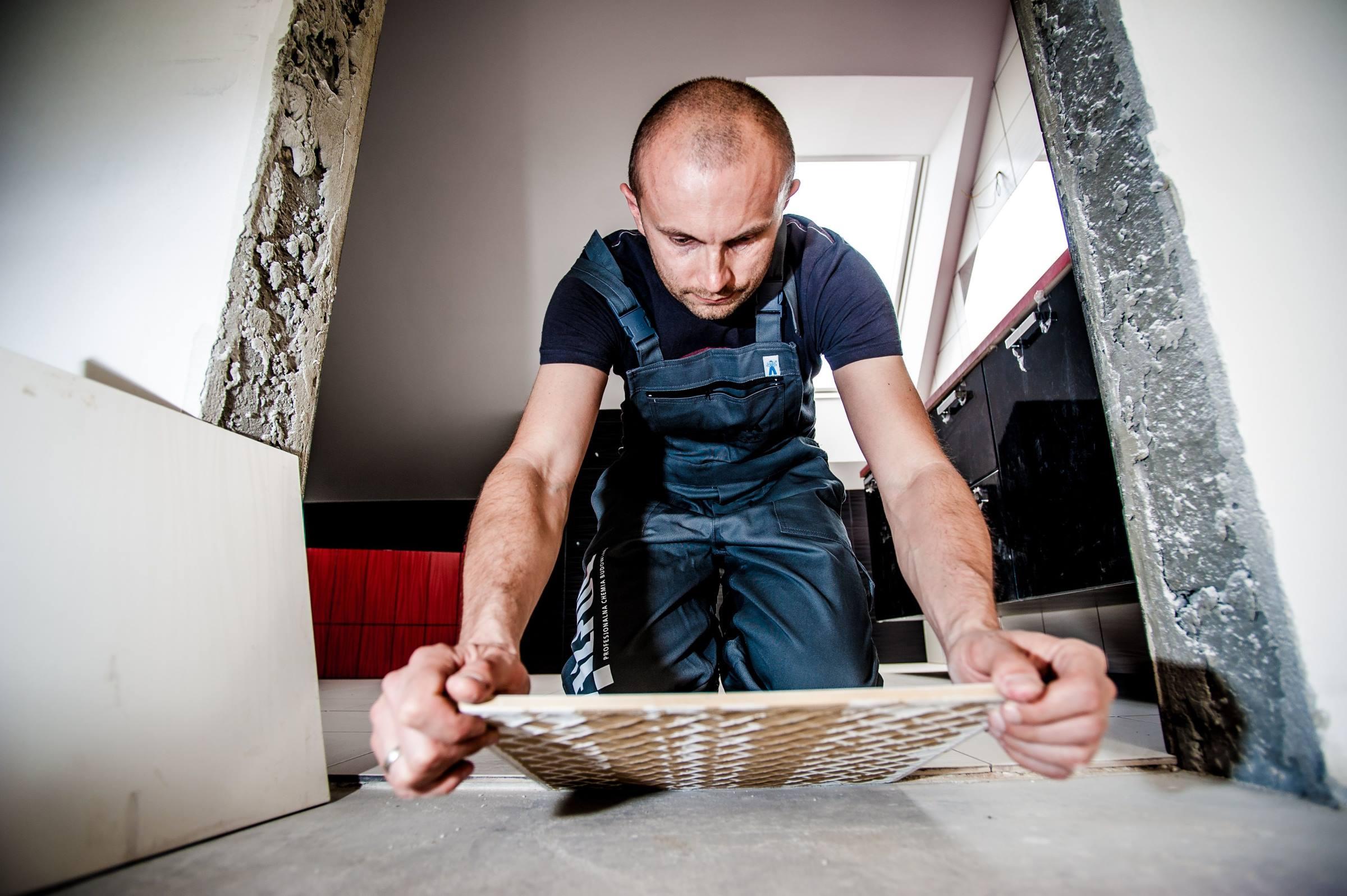 Worker tiler tiling tile
