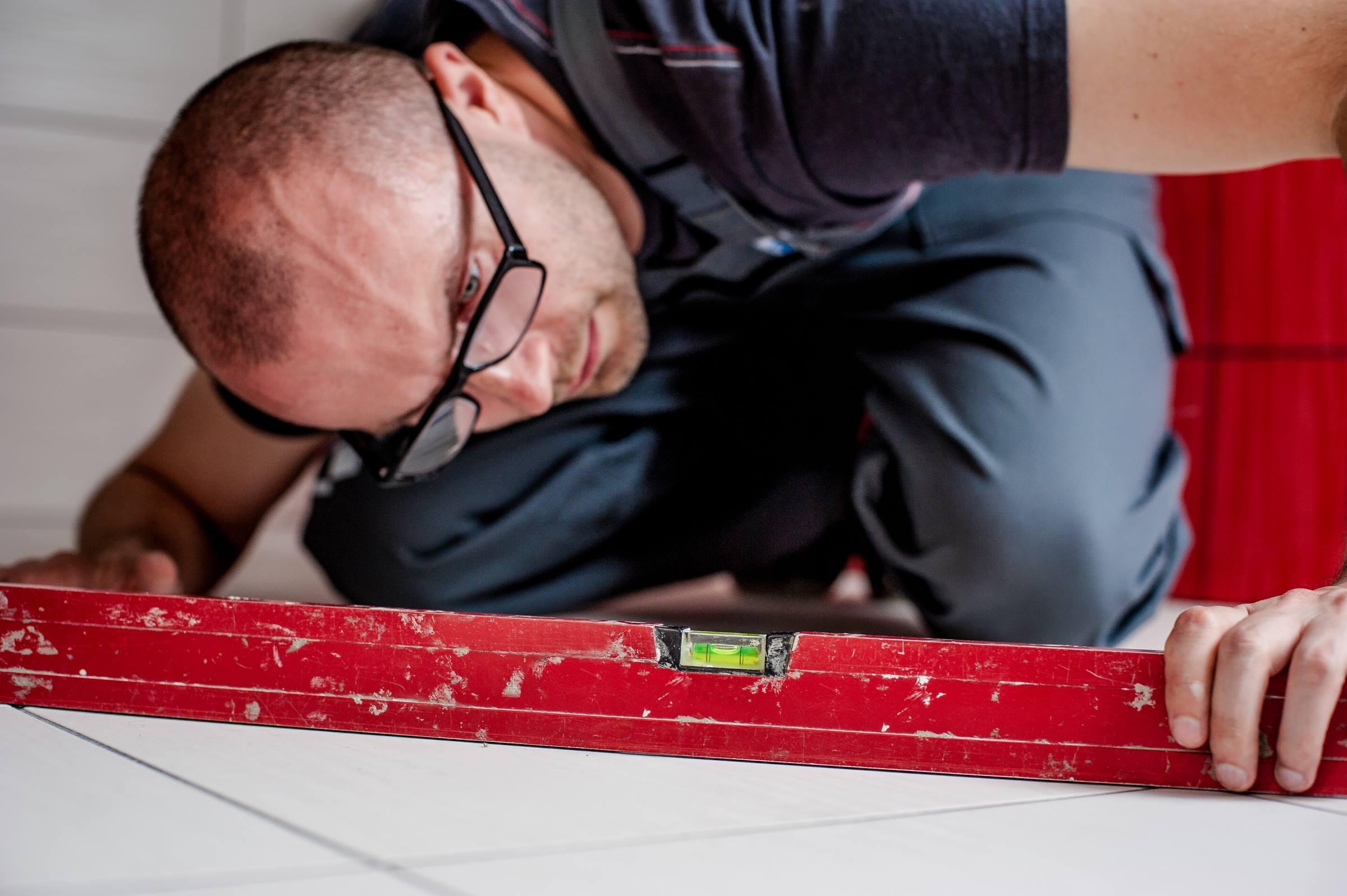 Worker tiler level floor tiles