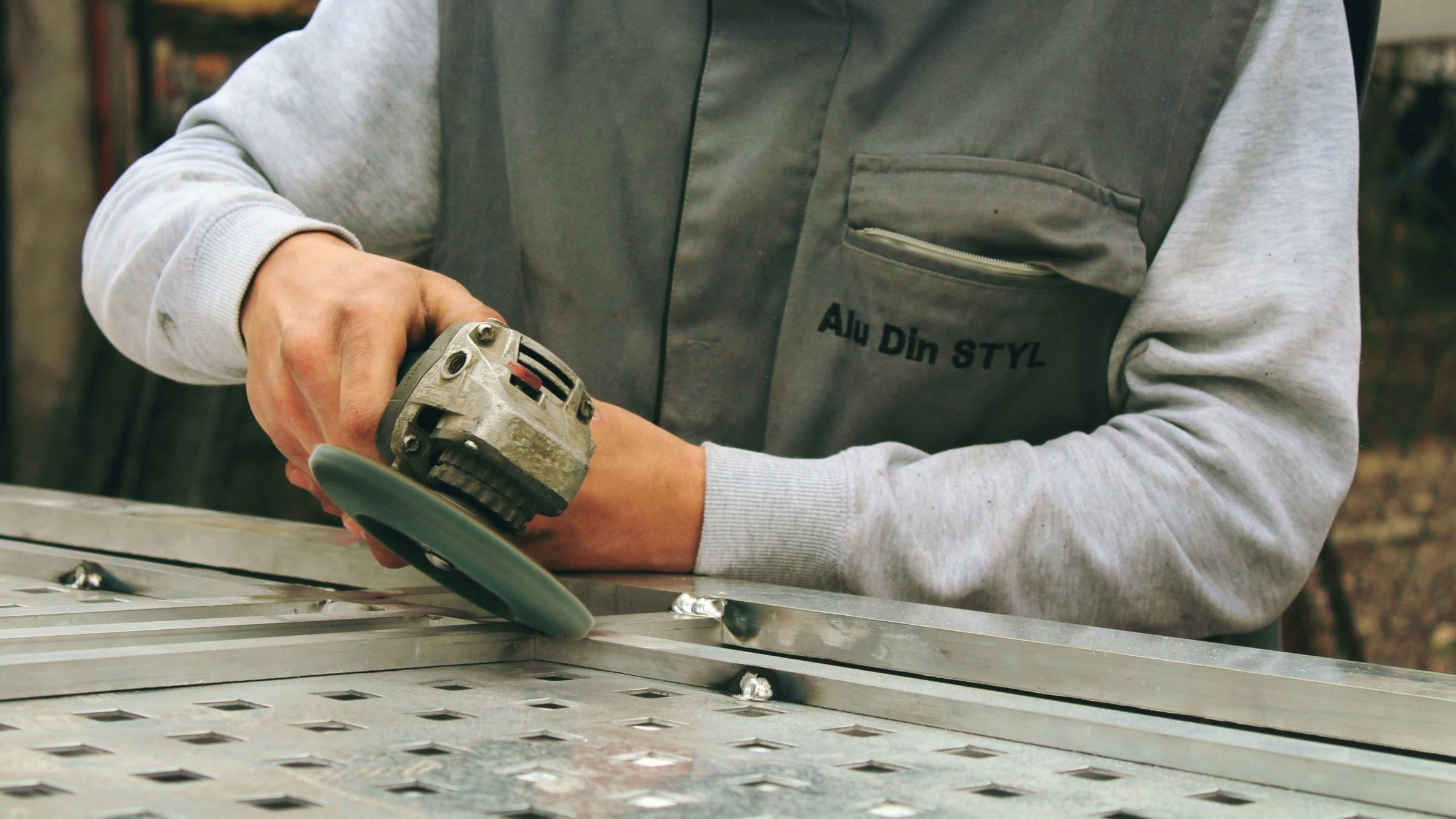 Worker grinder sheet metal