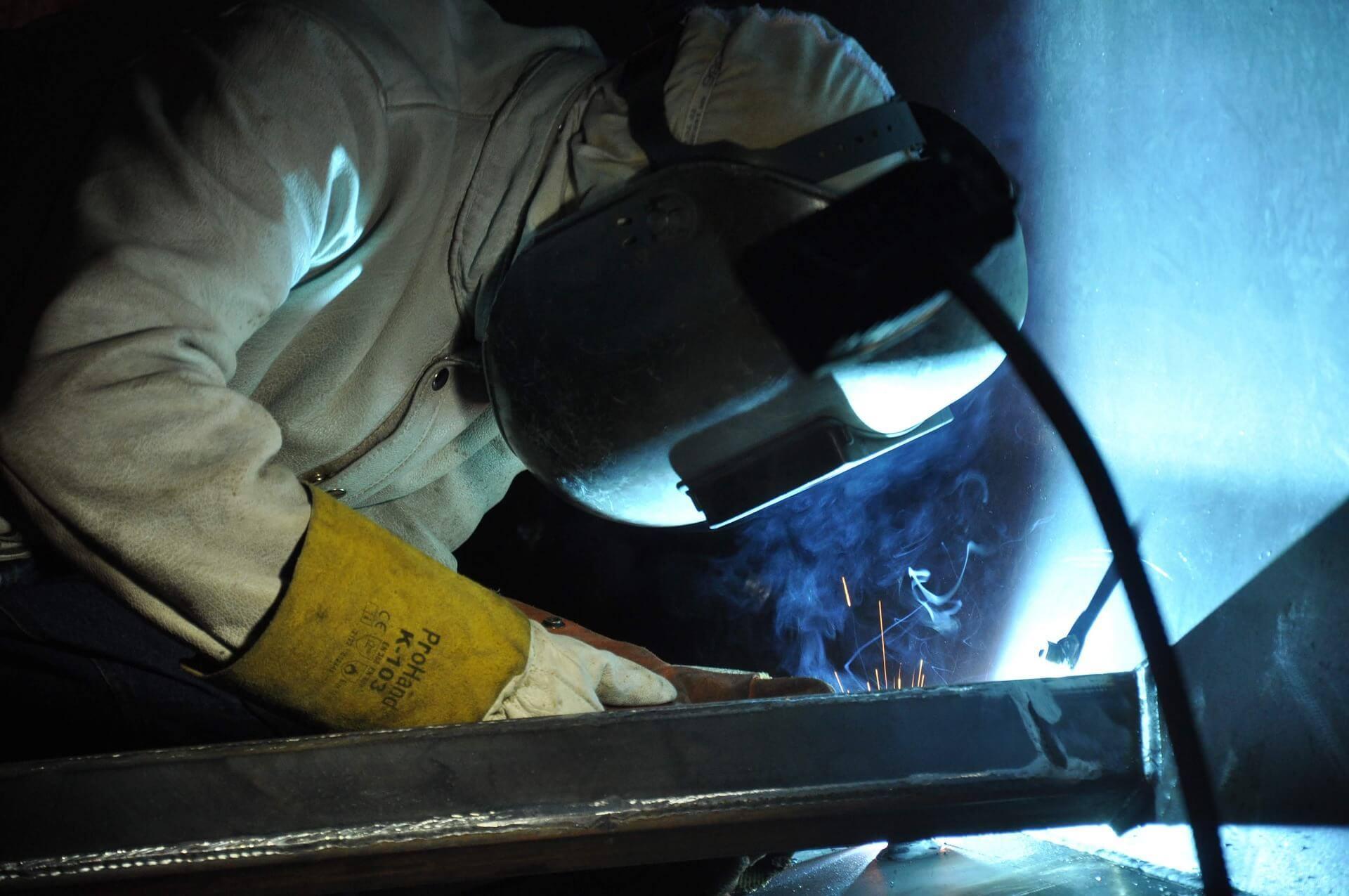 Worker welder gloves