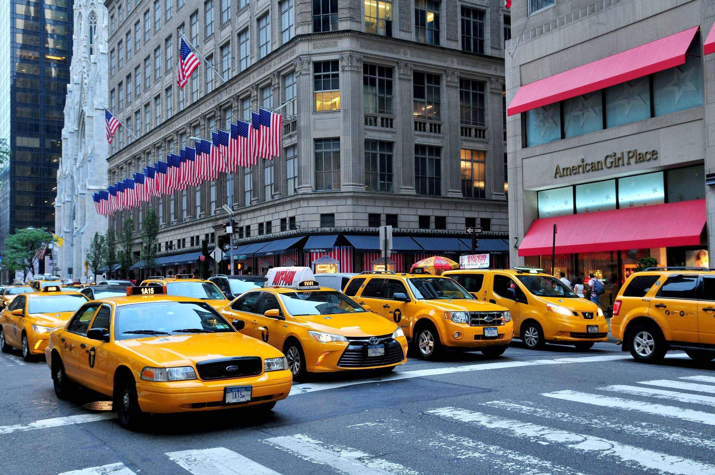 new york city yellow cabs 5th avenue