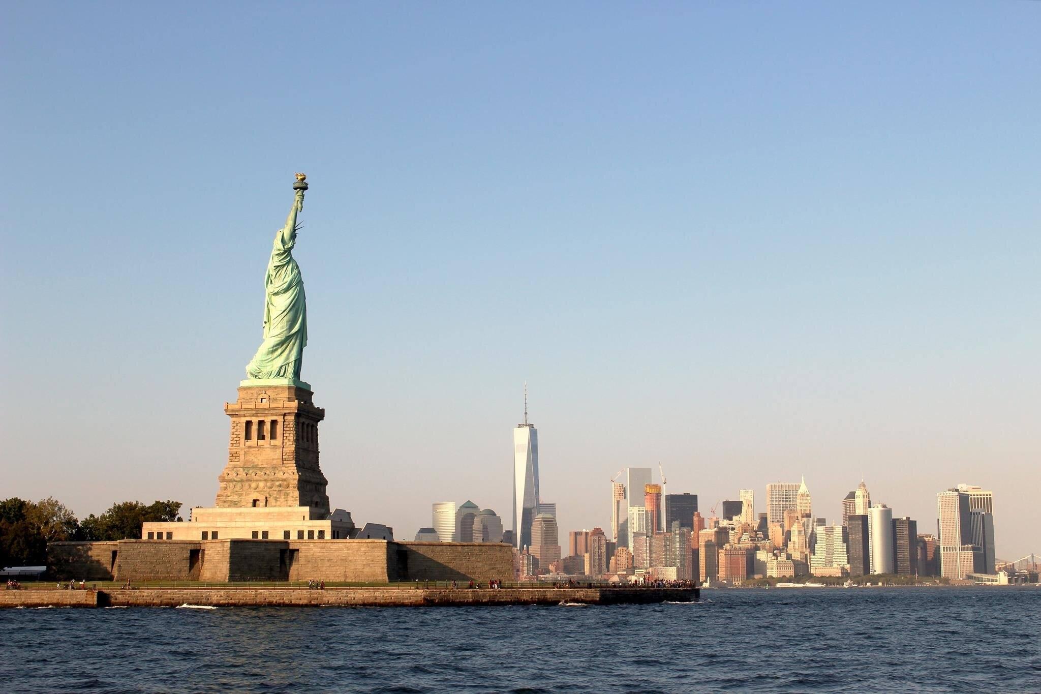 statue of liberty skyline manhattan river